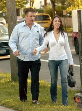 Alec Baldwin consigue la custodia compartida de su hija tras una dura lucha con Kim Basinger