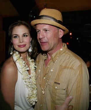 Bruce Willis celebró su 49 cumpleaños junto a su ex mujer, Demi Moore, y el novio de ésta, Ashton Kutcher