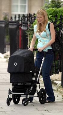 Gwyneth Paltrow, primer paseo con su hija Apple