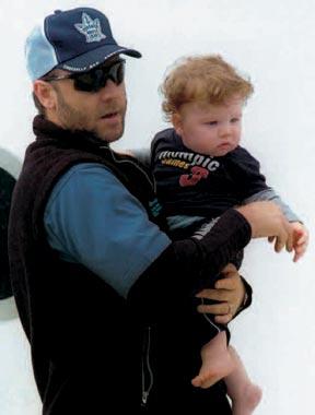 Primera imagen de Russell Crowe con su hijo Charles