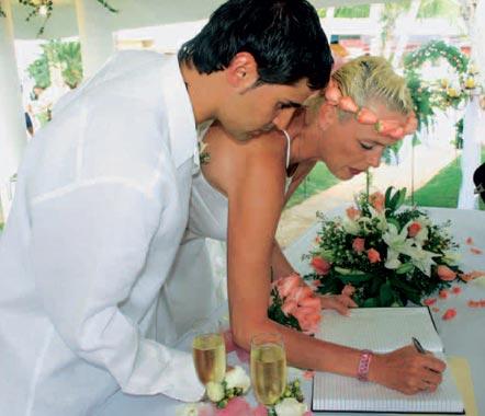 Brigitte Nielsen, ex mujer de Silvester Stallone, se ha casado por sexta vez con un camarero italiano