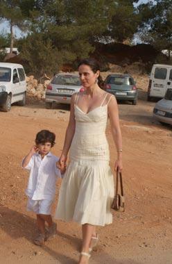 Cayetana Guillén Cuervo y Omar Ayyashi se casaron al más puro estilo ibicenco
