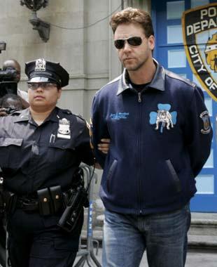 Russell Crowe ofrece 9 millones de euros al empleado al que agredió para evitar 4 años de prisión