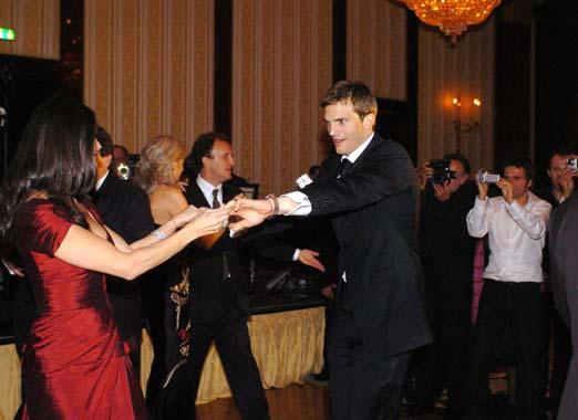 Demi Moore y Ashton Kutcher, confesiones de enamorados en la pista de baile