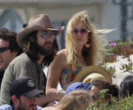 Jennifer Aniston consuela a Kate Hudson tras su ruptura matrimonial