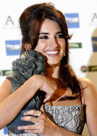 Penélope Cruz y 'Volver' reinan en la gran noche del cine español