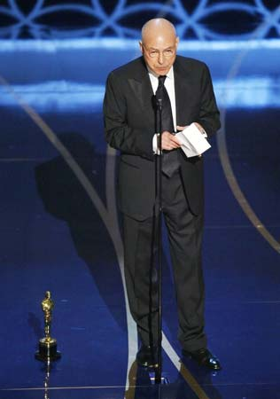 Jennifer Hudson, entre lágrimas, y Alan Arkin, mejor actriz y actor de reparto