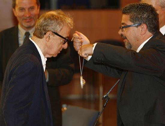 El ingenioso discurso de Woody Allen al ser investido doctor 'honoris causa' en Barcelona