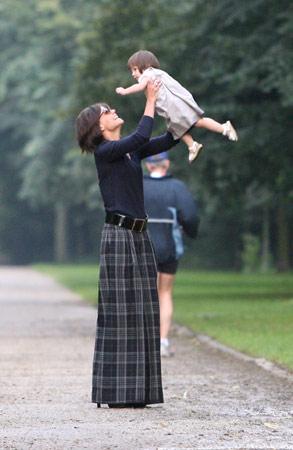 Katie Holmes y Suri, divertida tarde de paseo en Berlín