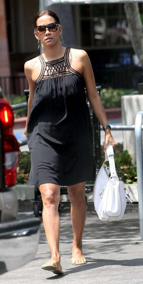 Halle Berry ya no esconde su embarazo