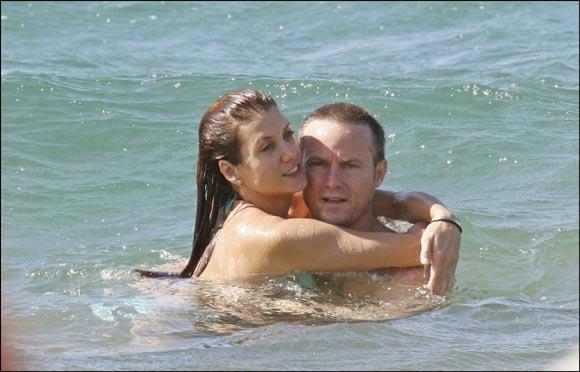 Kate Walsh, de 'Anatomía de Grey', y Alex Young como en una segunda luna de miel en Hawai