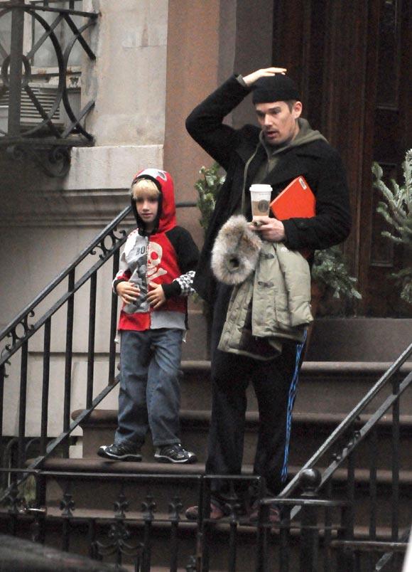 Ethan Hawke será padre de nuevo con la ex niñera de sus hijos
