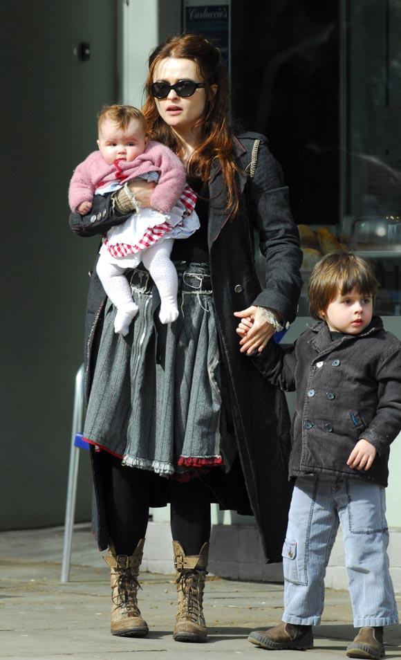 Tim Burton y Helena Bonham Carter, una familia de 'miedo' en Londres
