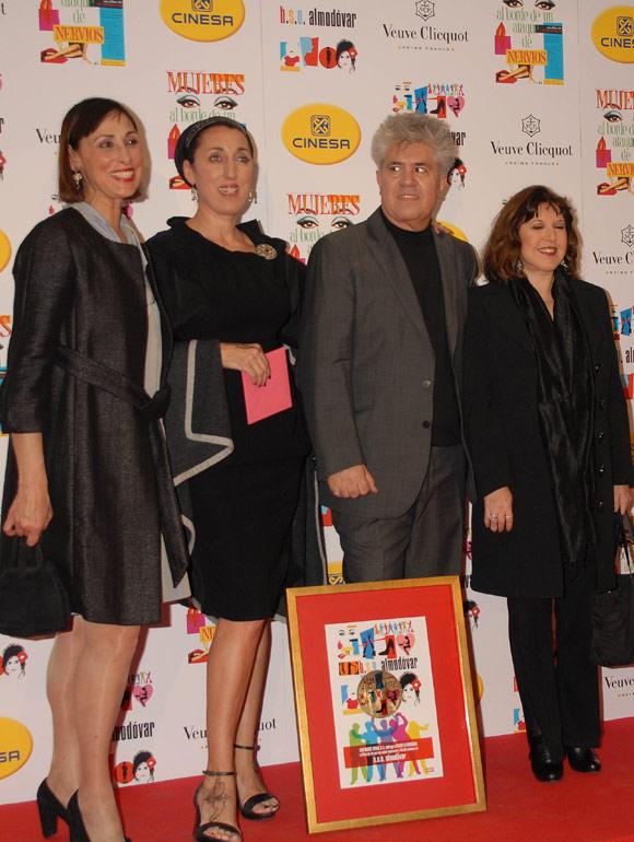 Almodóvar y su 'troupe', del glamour de Mónaco a la movida madrileña