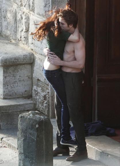 Las escenas amorosas de Robert Pattinson y Kristen Stewart suben de tono el rodaje de 'Luna Nueva' en la Toscana italiana