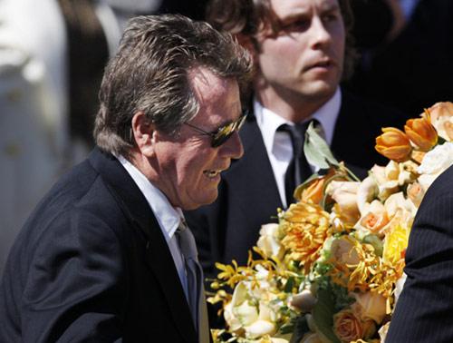 http://www.hola.com/imagenes//cine/200907019132/farrah/fawcett/funeral/0-12-613/12613-z.jpg