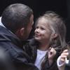El cariñoso encuentro de Ben Affleck con su mujer e hijas en el rodaje de 'The Town'