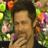 La destreza de Brad Pitt comiendo comida japonesa