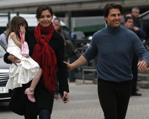 Katie Holmes y su hija, Suri, visitan a Tom Cruise en Sevilla