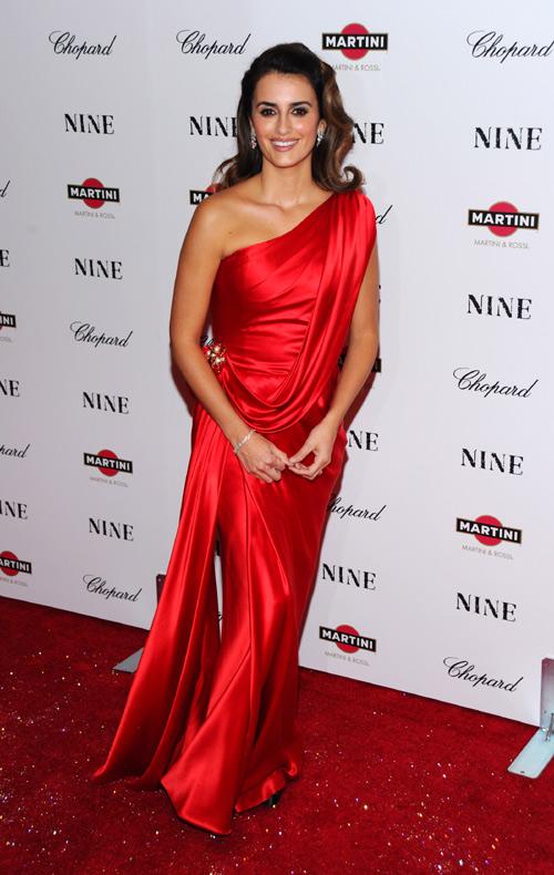 Penélope Cruz, espectacular, celebra su nominación a los Globo de Oro en el estreno de 'Nine' en Nueva York