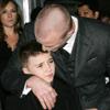 Guy Ritchie se lleva a su hijo Rocco de estreno