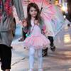 Suri Cruise, una pequeña bailarina bajo la lluvia neoyorquina