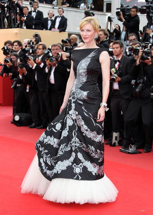 Bellas parejas y espectaculares vestidos iluminan la inauguración de Cannes