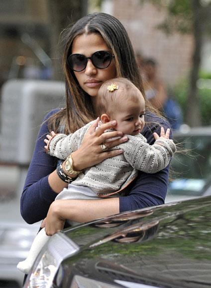 El estilo de una familia feliz y unida: Matthew McConaughey y Camila Alves con sus hijos, Levi y Vida