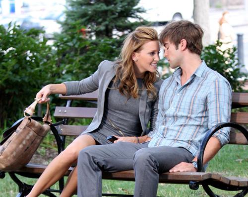 Katie Cassidy, entre su amor en la vida real y su novio en la ficción