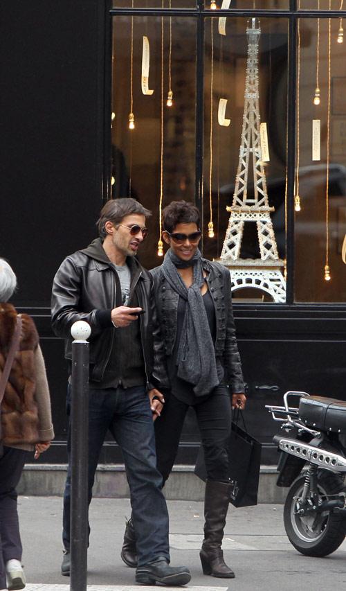 Halle Berry y Olivier Martínez continúan felices e ilusionados su romance
