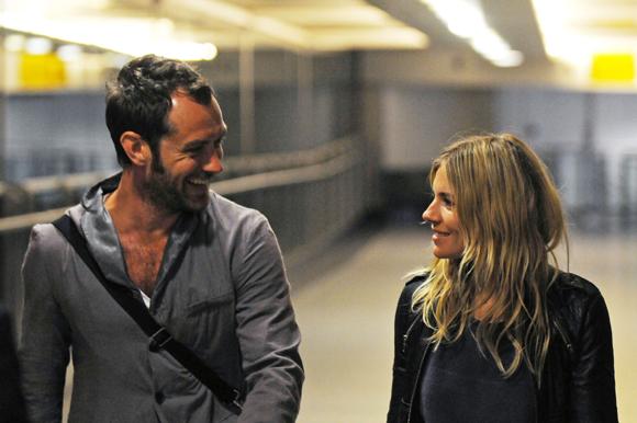 Sienna Miller y Jude Law regresan a su nidito de amor en Londres tras unas idílicas vacaciones en Kenia