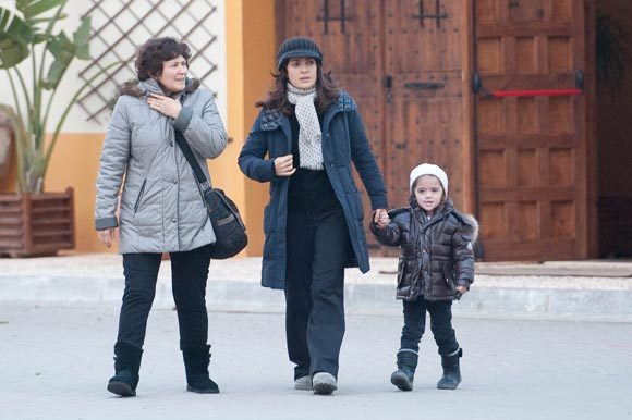 Salma Hayek le enseña Cartagena a su hija en los descansos del rodaje de 'La chispa de la vida'