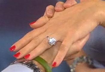 Kate Hudson anuncia su boda con Matt Bellamy, el padre del hijo que espera, y presume de anillo de compromiso