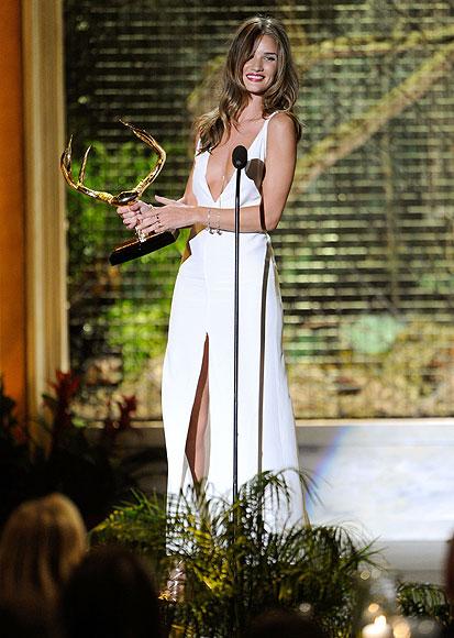 Scarlett Johansson y Sean Penn coinciden en una entrega de premios tras terminar su fugaz romance