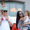 La viva imagen de la felicidad: Matthew McConaughey y Camila Alves se deshacen en mimos y besos con sus hijos en Disneyland