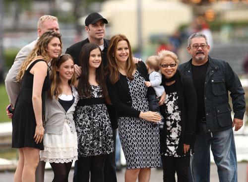 La familia Travolta con sus fans