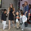 Los Jolie-Pitt celebran el 10º cumpleaños de Maddox acudiendo a ver un musical en Londres