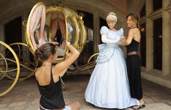 Las imágenes más simpáticas y espontáneas de Lydia Bosch con sus hijos en Disneyland París