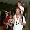 Matthew McConaughey y su familia, un 'clan' muy conjuntado en el aeropuerto