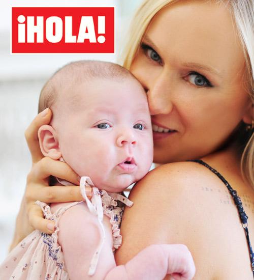 Exclusiva en ¡HOLA!: Kimberly Stewart nos presenta a Delilah, la hija que ha tenido con el actor Benicio del Toro y primera nieta del famoso cantante Rod Stewart