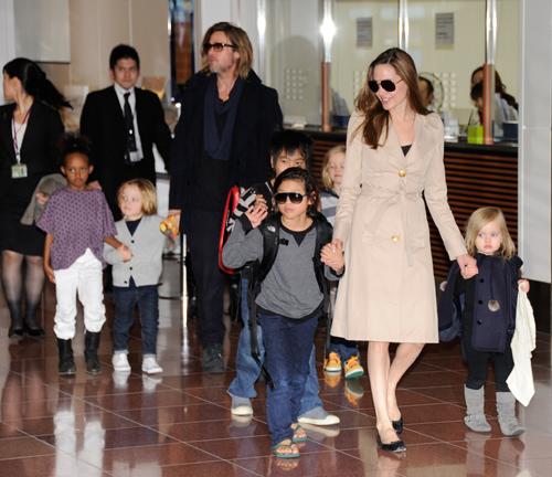 La familia Jolie-Pitt al completo
