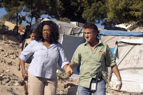 Oprah Winfrey retrata la incansable labor de Sean Penn en Haití: 'Es el trabajo de su vida'