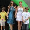 Los hijos de Shane Warne le 'roban' el protagonismo a Elizabeth Hurley