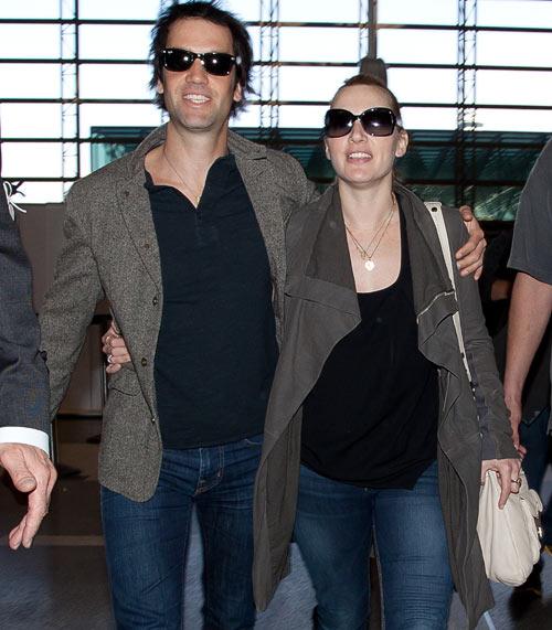 Kate Winslet y Ned Rocknroll, cada día más compenetrados, incluso a la hora de vestir