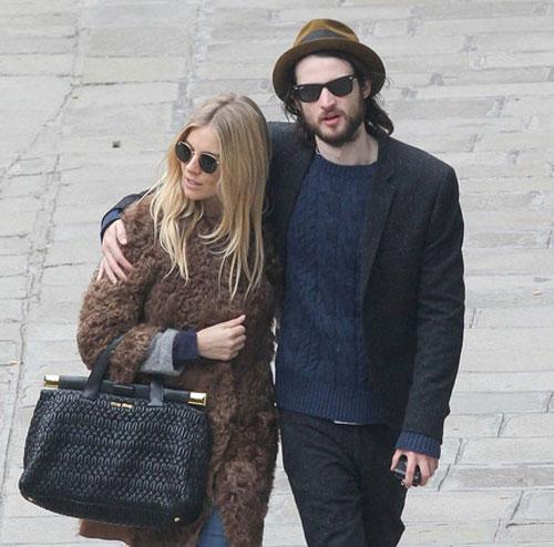 Sienna Miller y su novio, Tom Sturridge