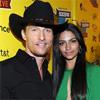 Matthew McConaughey, un atractivo 'cowboy' de la mano de su prometida, Camila Alves