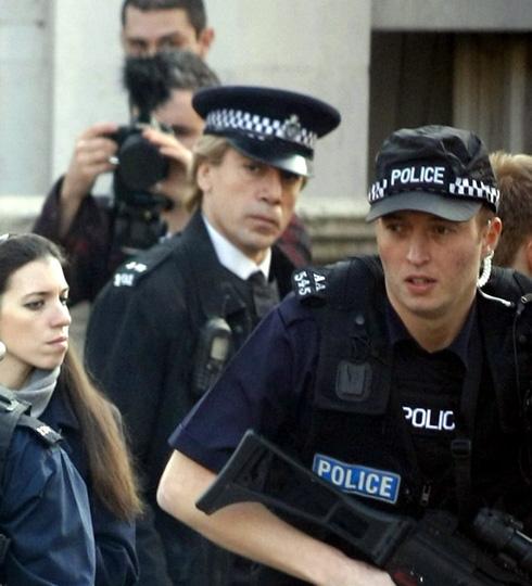 ¡Que no te engañe el uniforme! Te mostramos las primeras imágenes de Javier Bardem convertido en un villano en el rodaje de la nueva entrega de James Bond