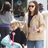 Jennifer Garner reaparece dos semanas después de ser mamá junto a su hija Violet, quien ya practica para cuidar a su nuevo hermanito