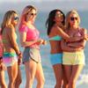 Playa, bikinis, scooters y mucha complicidad, Vanessa Hudgens y Selena Gómez ruedan su primera película juntas
