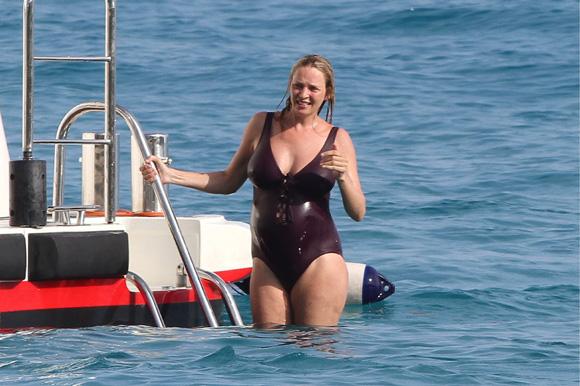 ¡Bebé a bordo! Uma Thurman, embarazada de su tercer hijo, disfruta de unas vacaciones de lujo en San Bartolomé